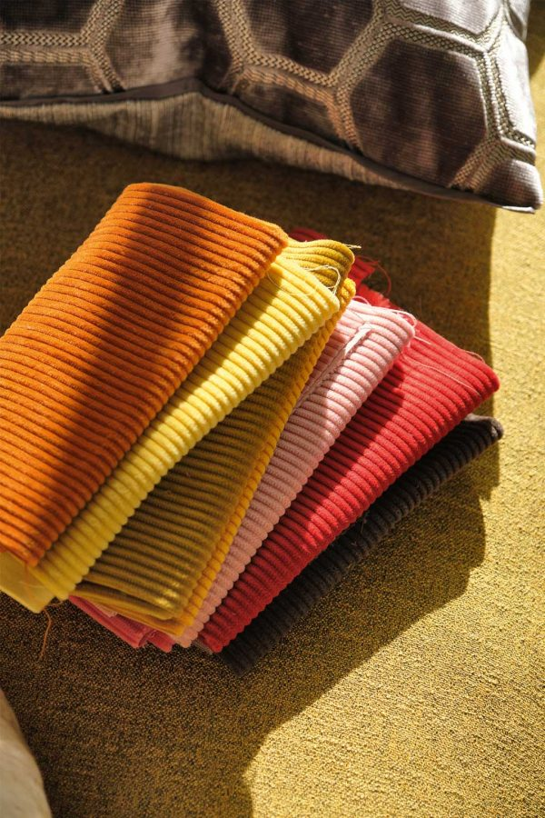 Our tips for choosing and buying fabric online.